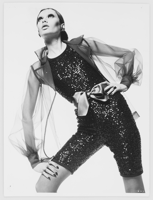 (c) peter caine (sydney) ysl - Yves Saint Laurent presenta  dos nuevas fragancias :  CAPELINE y JUMPSUIT