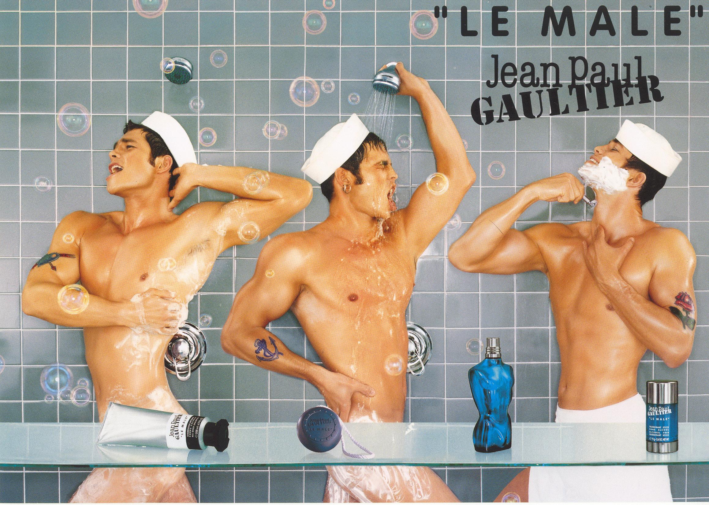 1997%20 %20LE%20MALE%20LE%20BAIN%20%E2%95%95Jean Baptiste%20Mondino - Jean Paul Gaultier  celebra con mucho ORGULLO el 25 aniversario de LE MALE