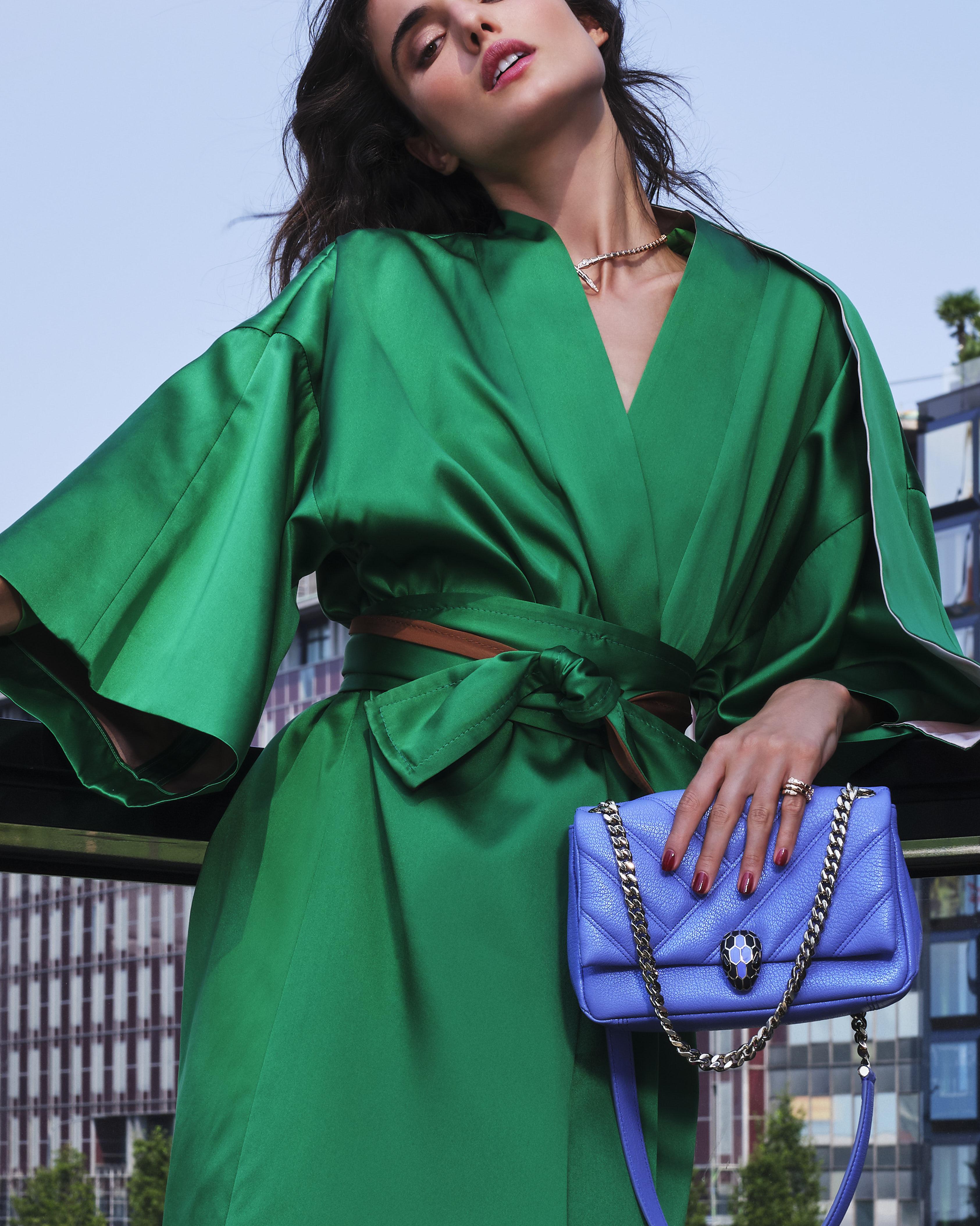 200730 Bvlgari UrbanJungle Day2 28 004 f bis CROP - Campaña de accesorios SS21 de Bvlgari tiene como protagonista a española Blanca Padilla