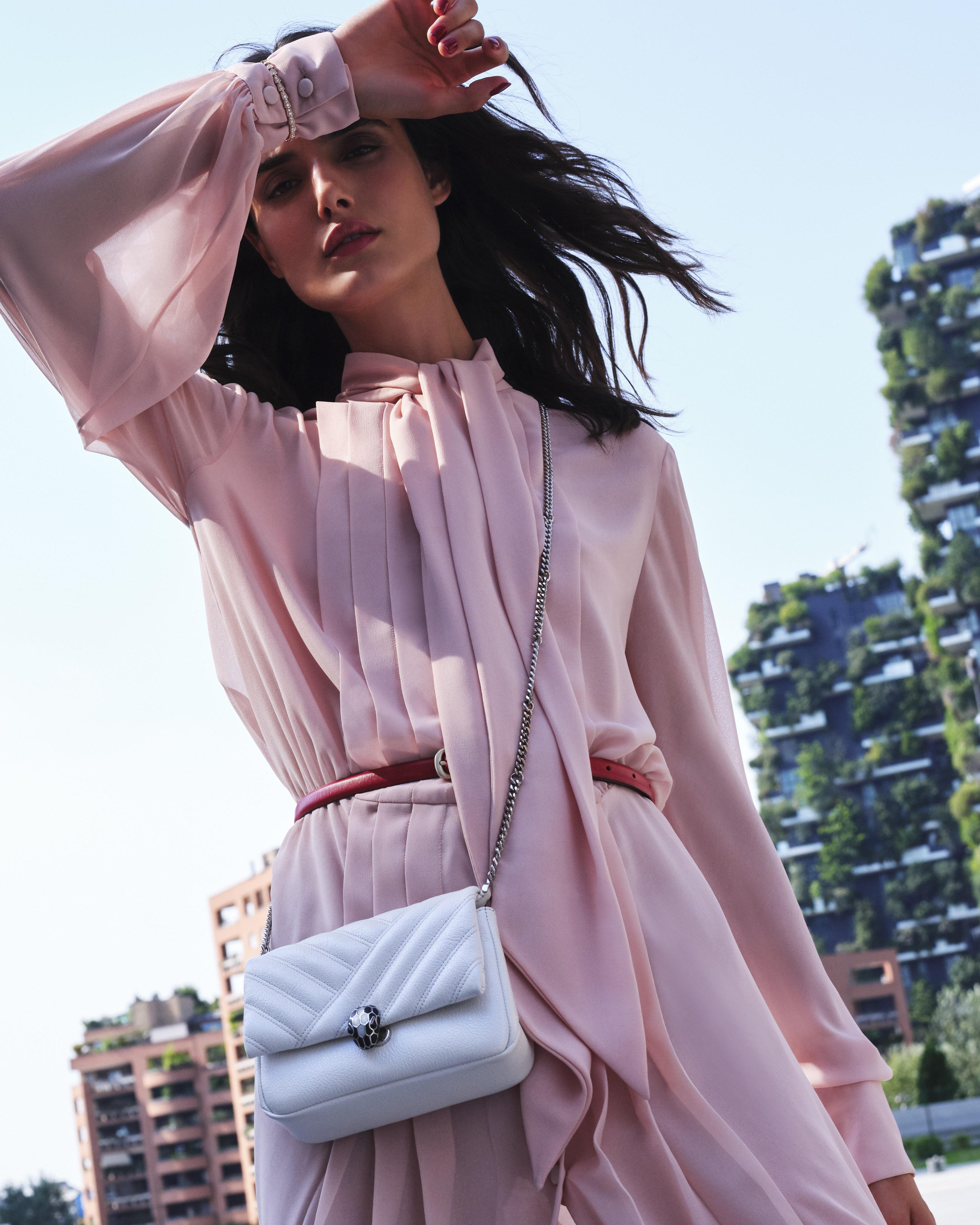 200730 Bvlgari UrbanJungle Day2 33 061 b CROP - Campaña de accesorios SS21 de Bvlgari tiene como protagonista a española Blanca Padilla