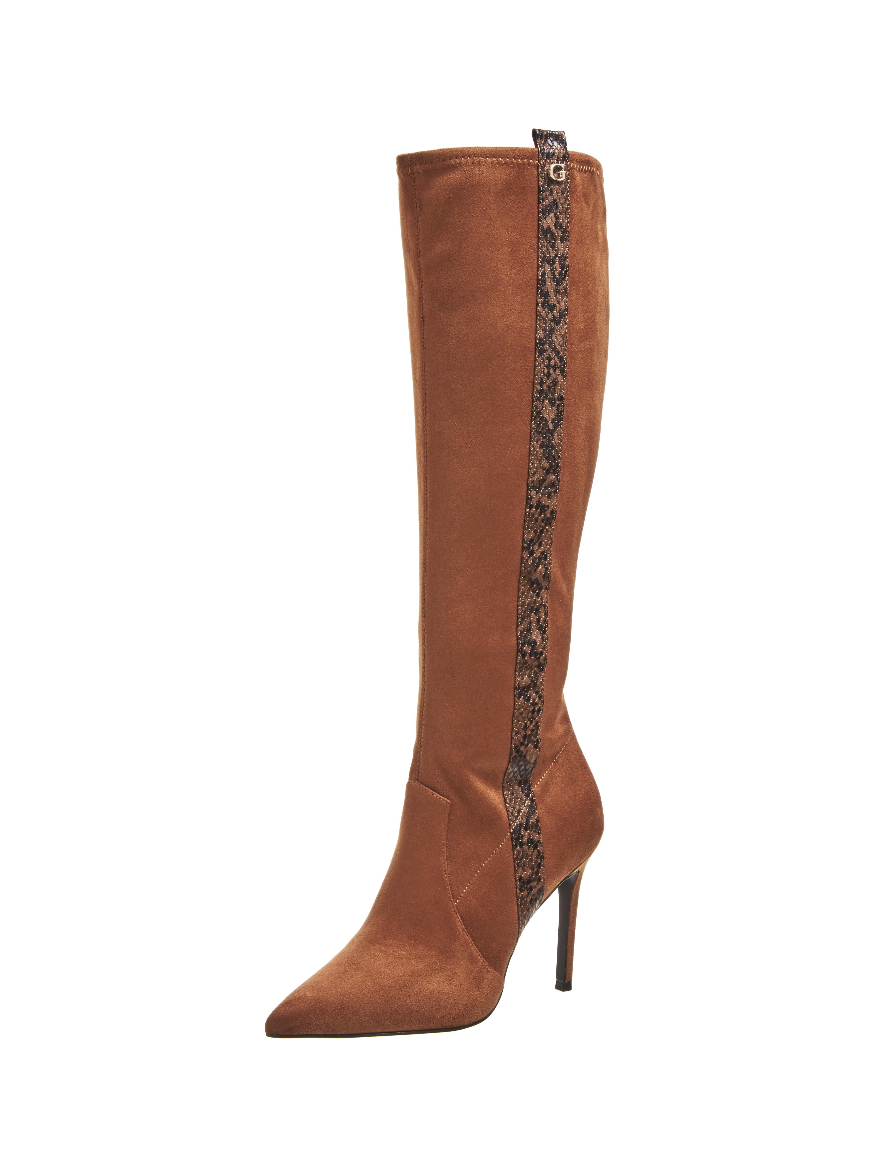 GUESS%20Footwear%20 %20FL8BEDESU11 BROWN - GUESS presenta sus accesorios de hombre y mujer para temporada Otoño-Invierno 2020